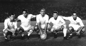 """(FILES) Real Madrid's players (from L) Frenchman Raymond Kopa, Rial, Argentinian-born Alfredo Di Stefano, Hungarian-born Ferenc Puskas and Gento pose before the start of a Liga football match 06 June 1959 at Santagio Bernabeu stadium in Madrid.  Hungarian football legend Ferenc Puskas, the inspiration of the """"Mighty Magyars"""" national side that dominated world football in the 1950s, has died after a long illness, the national Hungarian agency MTI reported 17 November 2006. He was 79. AFP PHOTO FILES + SPAIN OUT  (Photo credit should read STAFF/AFP/Getty Images)"""